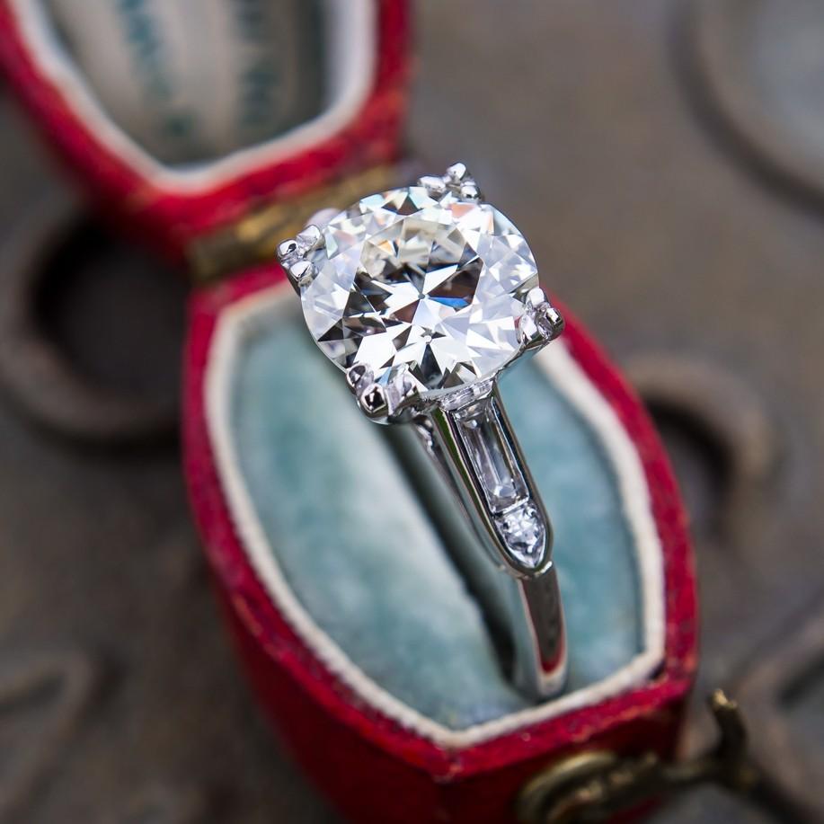 Heirloom Old European Cut Ring in Elegant Platinum