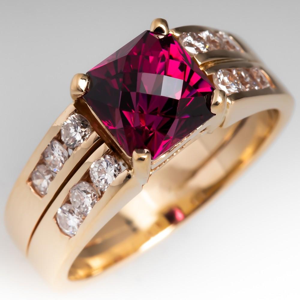 Beautiful Garnet Gemstone & Diamond Ring 14k Gold
