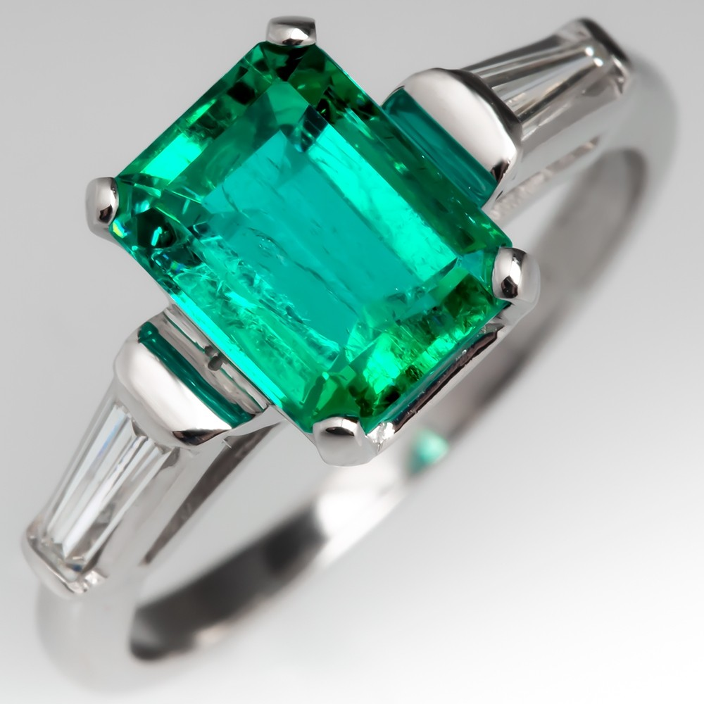 Stunning Emerald & Tapered Baguette Diamond Ring Platinum