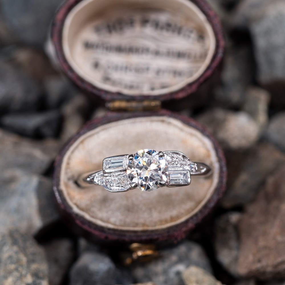 Lovely 1950's Vintage Diamond Engagement Ring Platinum Detailed