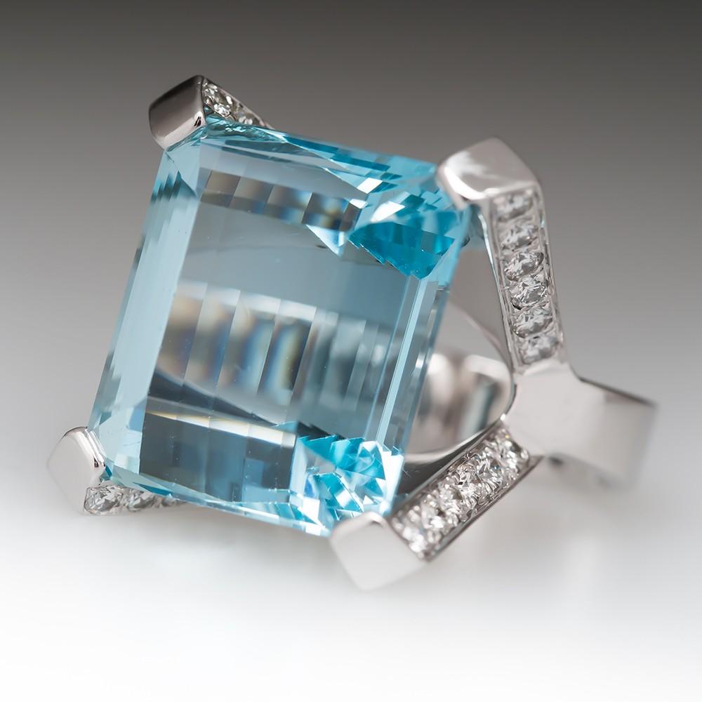 A Gorgeous Aquamarine Gemtone Ring.