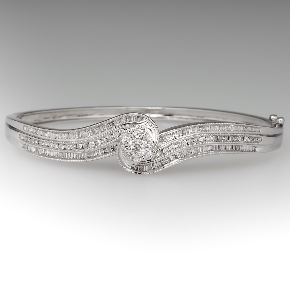 14K White Gold Diamond Hinged Bangle Bracelet