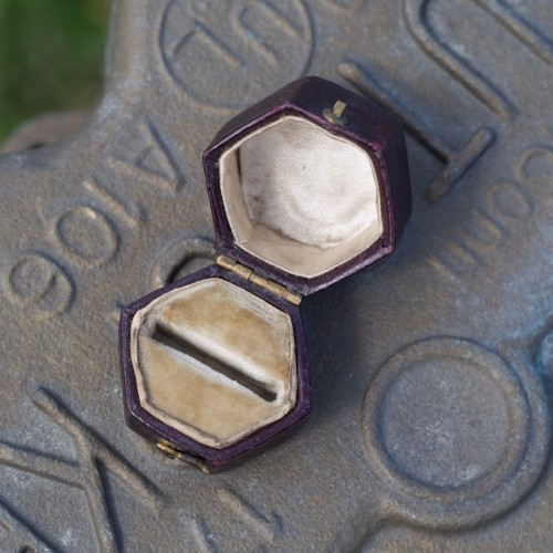 Hexagonal Dark Brown Old Ring Box